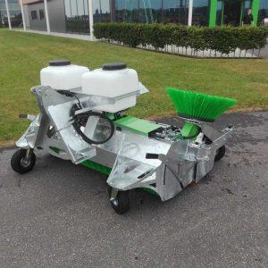 Zocon veegmachine met ingebouwde Hydromotor in borstelas. Kwalitatief sterke machine van Zonderland Constructie B.V.