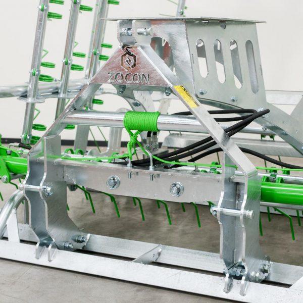 Zocon Greenkeeper, heeft een zeer zware bok. Leverbaar met verschillende opties zoals loopwiel, traptreden, LED verlichting enz. Neem voor informatie contact op met Zonderland Machinehandel of Zonderland Constructie; info@zocon.eu