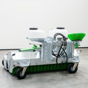 Zocon Veegmachine 240 optioneel met opvangbak, universeel aankoppelbord en extra zwenkwielen. Bekijk al onze opties op https://zonderland-machinehandel.nl of bel 0513-714334